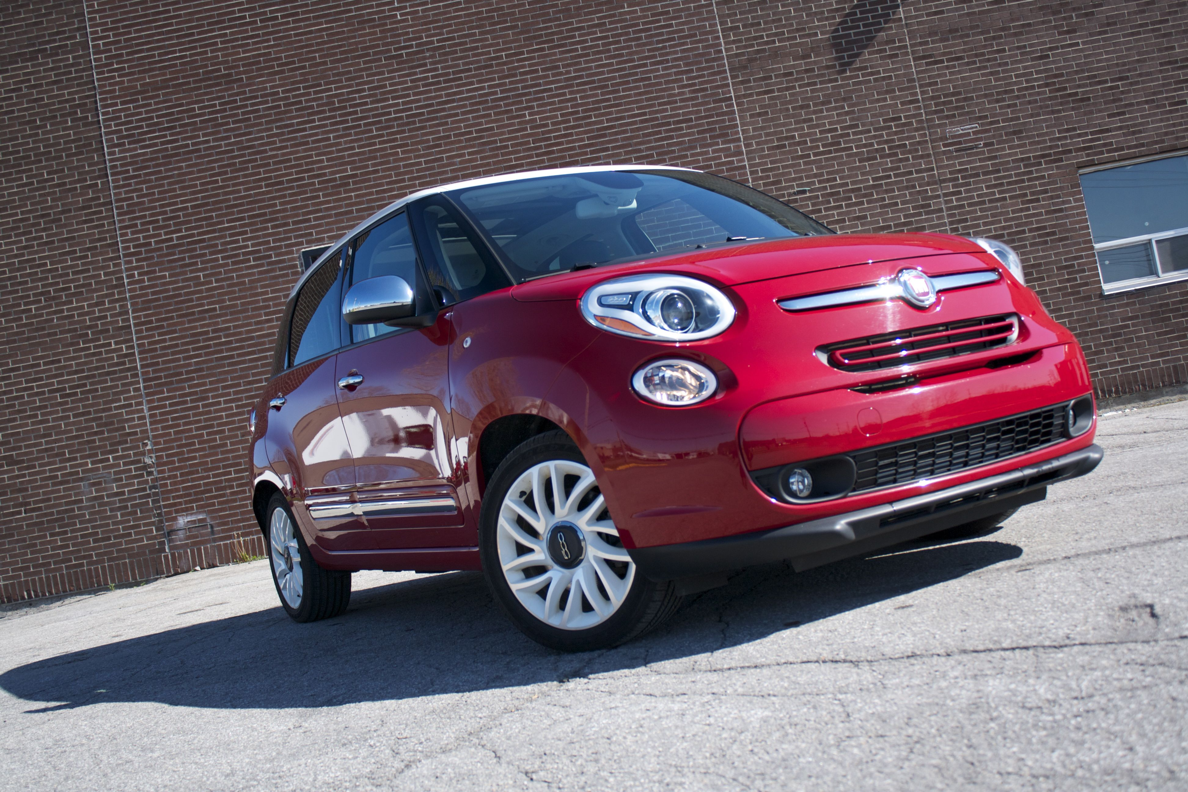 2014 fiat 500l lounge an odd aquarium like world woman and wheels. Black Bedroom Furniture Sets. Home Design Ideas