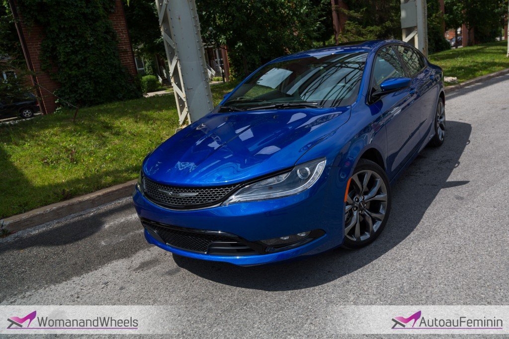 2015 Chrysler 200S front side view