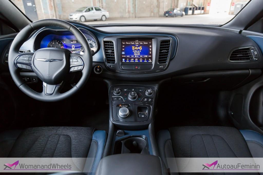 2015 Chrysler 200S sedan cockpit view