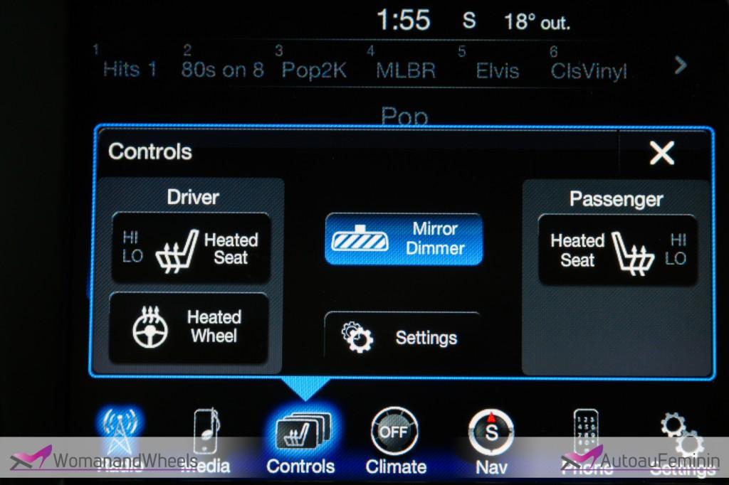 2015 Chrysler 200S sedan touchscreen view