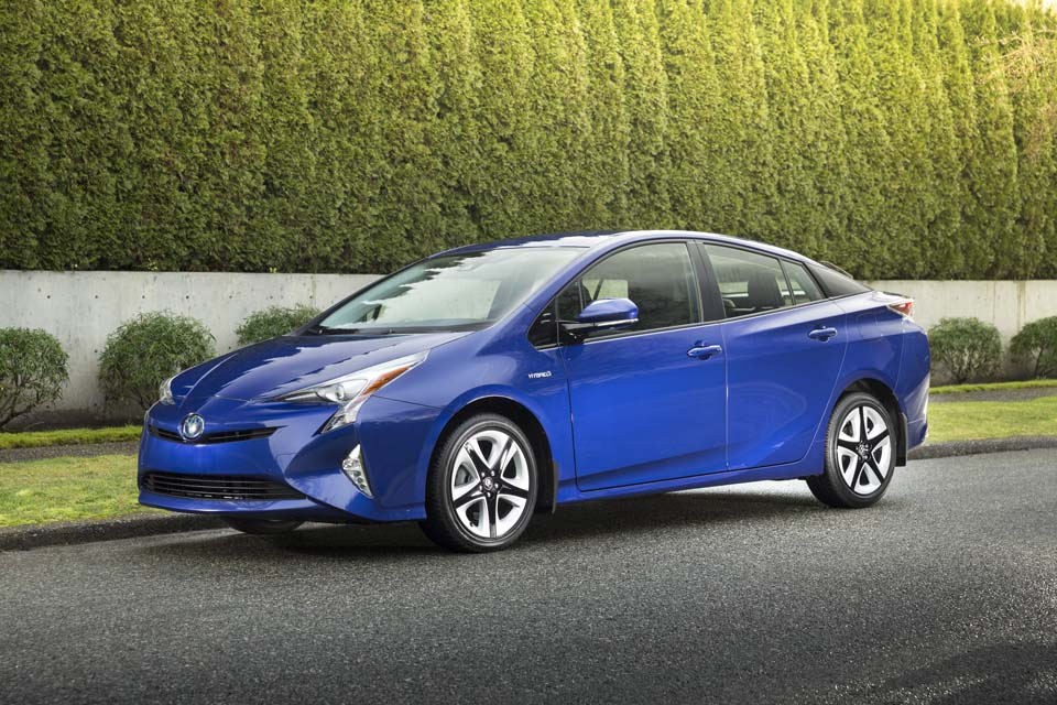 The 2017 Toyota Prius is the green car of the year according to AJAC ...