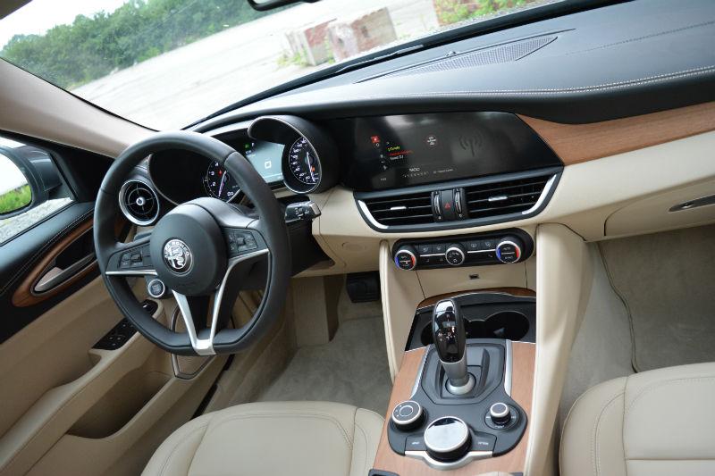 Alfa Romeo Giulia Ti Q on Alfa Romeo Giulia Interior