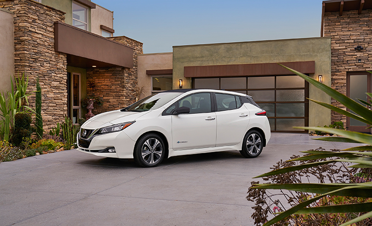 car news: the all-new 2018 nissan leaf unveiled in las vegas | woman